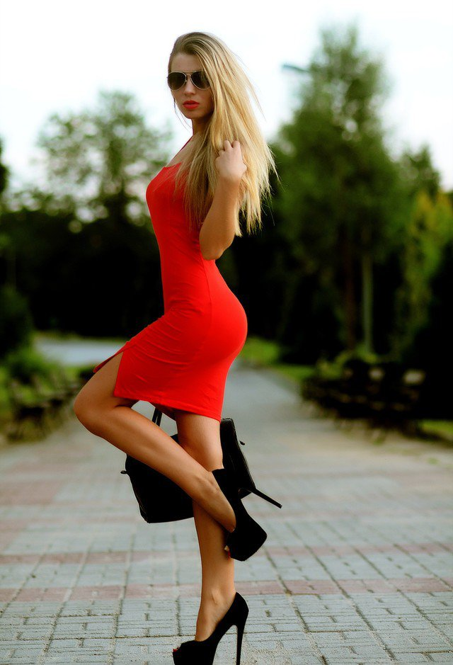 15 Beautiful Red Dress Outfits for Valentine's Day | Styles Weekly