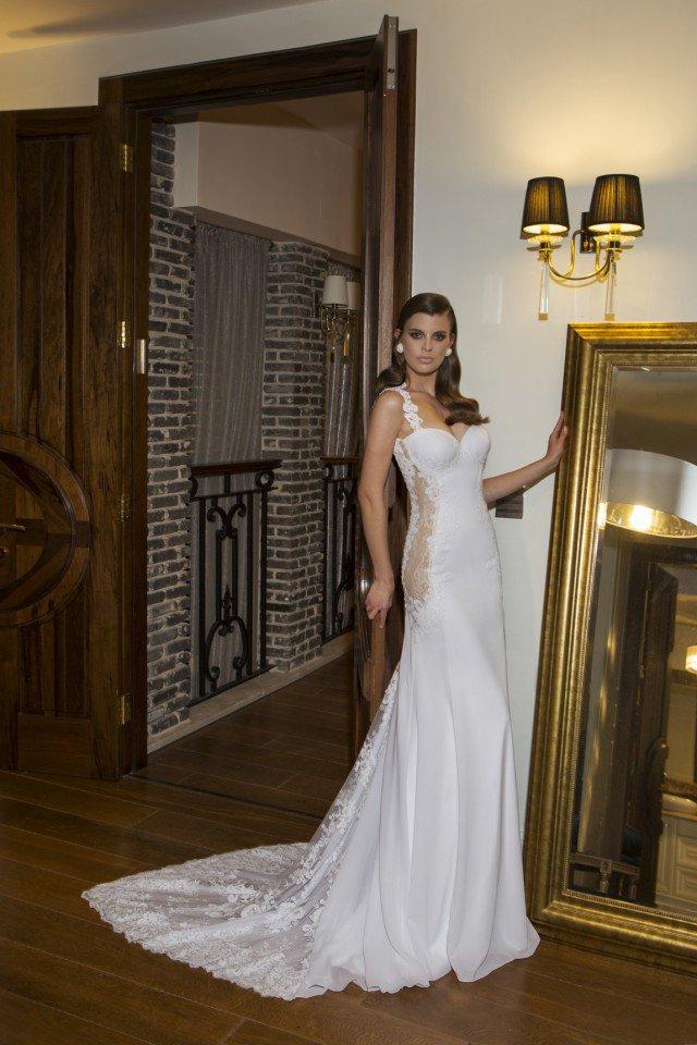 Simple Wedding Dress by NURIT HEN