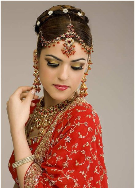 Stunning Inidan Bridal Hairstyle and Makeup