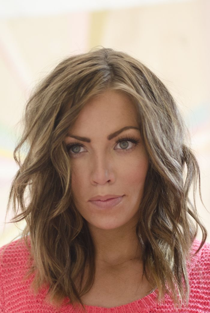 Medium Wavy Hairstyle for Women Over 40