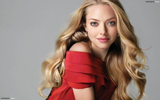 amanda-michelle-seyfried-in-red-dress