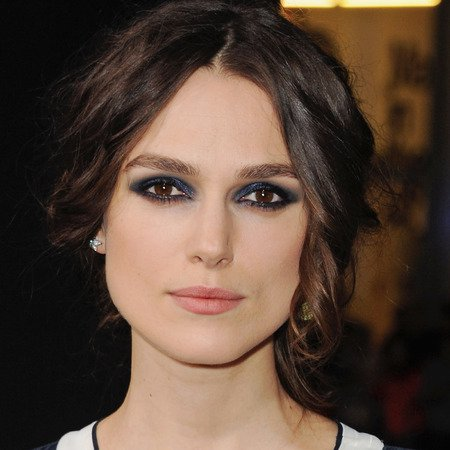 keira-knightley-blue-eye-makeup-jack-ryan-shadow-recruit-premiere-navy-blue-eye-shadow-and-smoky-eyes_1