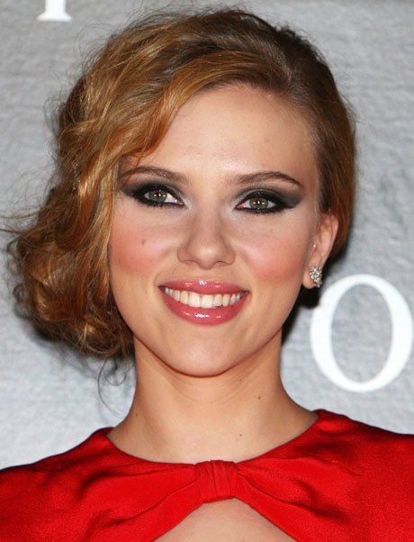 scarlett-johansson-with-dramatic-smokey-eyes-at-moet-and-chandon-tribute-to-cinema