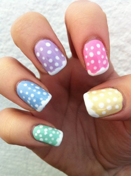 Chic Dotted Nail Desgin Idea