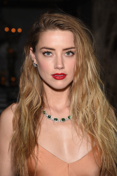 Amber Heard Stylish Long Wavy Hairstyle