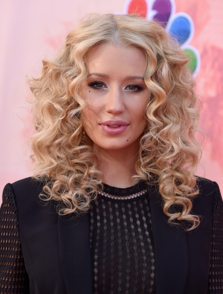 Iggy Azalea Voluminious Long Curly Hairstyle