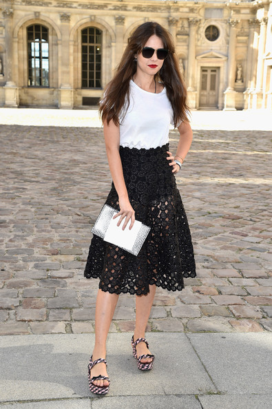 18 Celebrity Summer Outfit Ideas with Mid-Length Skirts | Styles ...