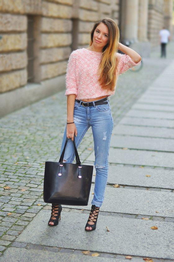 Casual Jeans Outfit with Pink Top