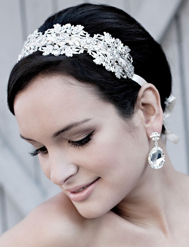 short hairsyle - weddin accessories