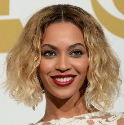 Beyonce with a curly Bob