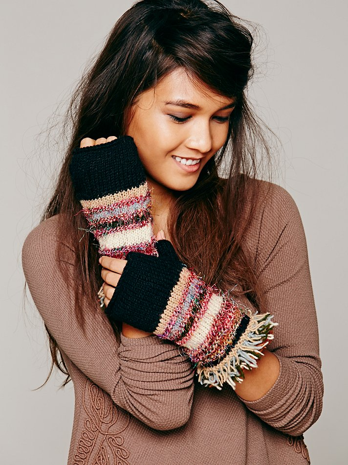 Fringe fingerless gloves