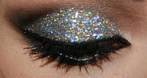 Glittering eyeshadow