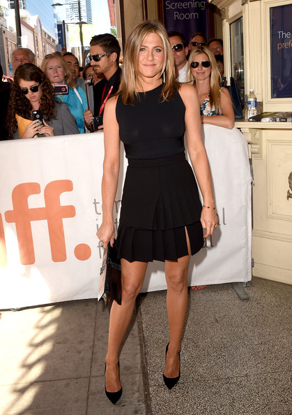 Jennifer Aniston's Black Pleated Skirt Outfit