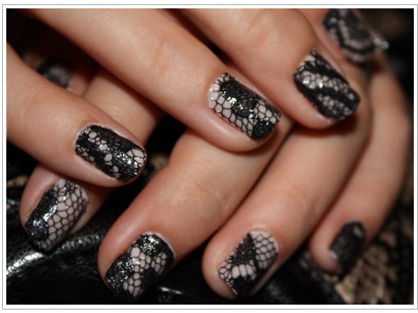 Lace manicure