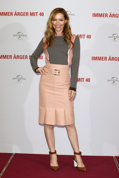 Leslie Mann's Sweet Pleated Skirt