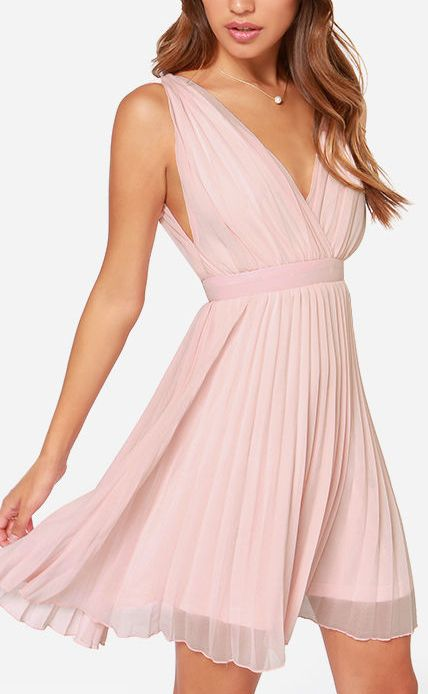 Pleated and sleeveless