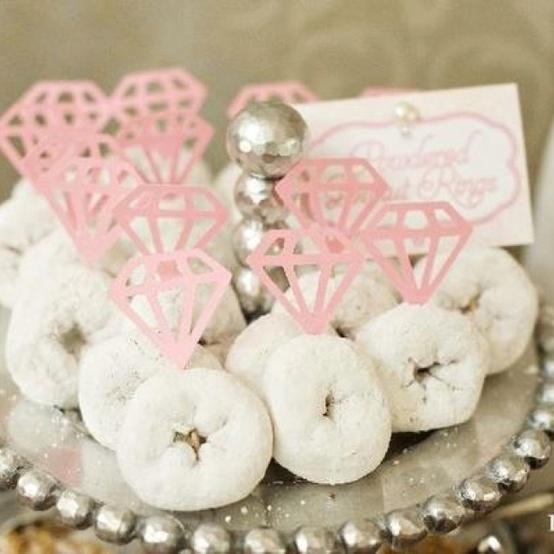 Powdered donut rings