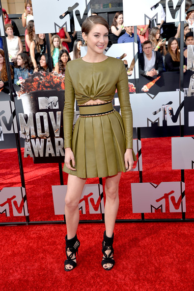 Shailene Woodley's Green Leather Pleated Skirt Outfit