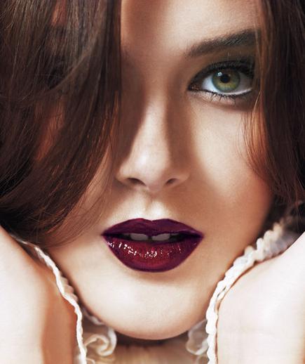 Shiny plum lips