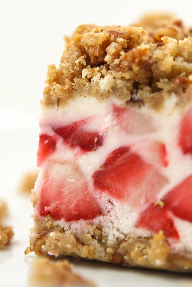 Strawberry crunch cake