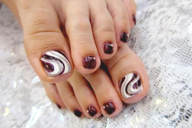 Swirly big toes