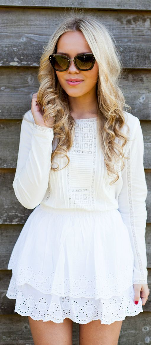 White ruffled mini skirt