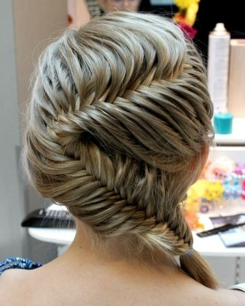Zigzag fishtail braid