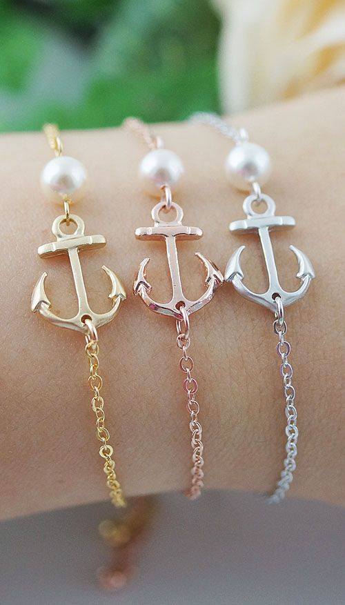 Anchors and pearls bracelet