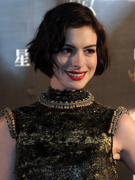 Anne Hathaway Chic Messy Bob