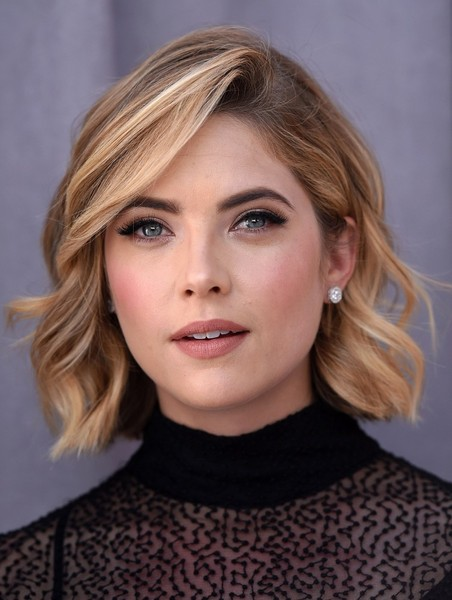 Ashley Benson Side-parted Short Haircut