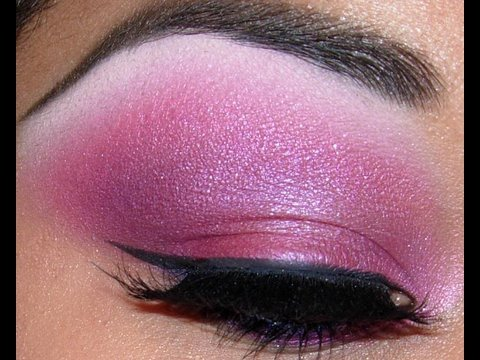 Bubblegum pink eyeshadow