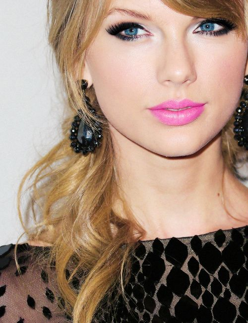 Fashionable Pink Lips with Smoky Eyes