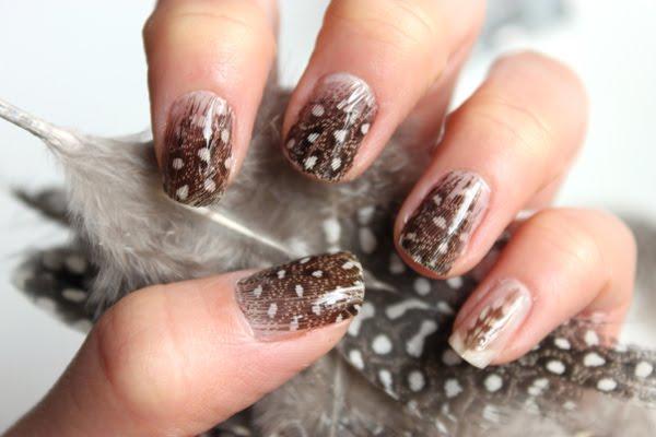 Feather manicure