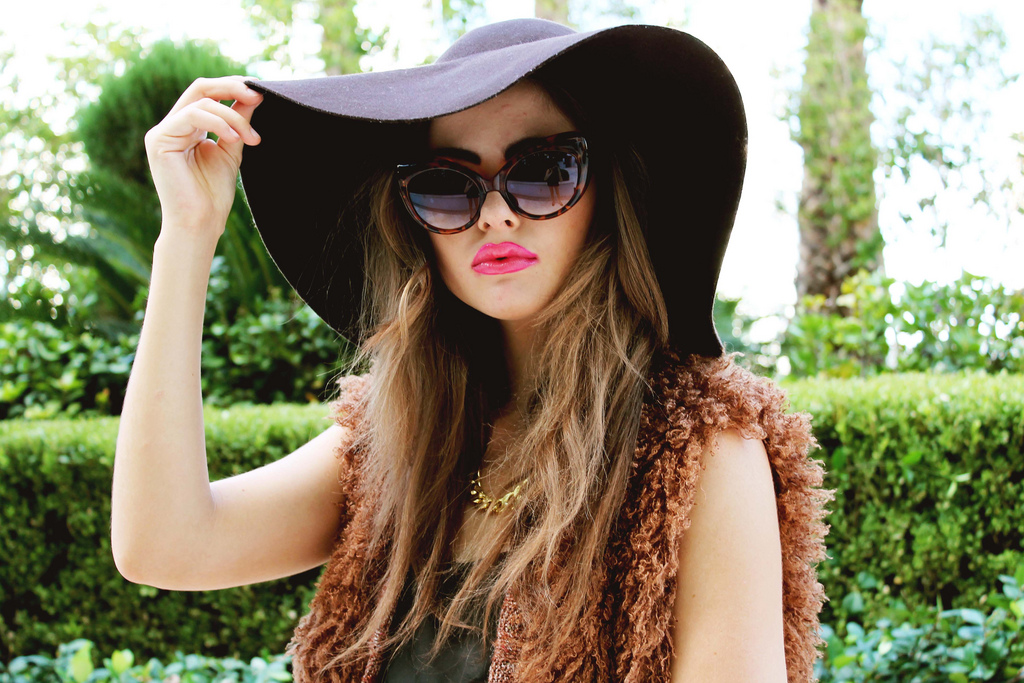 Floppy hat and sunglasses