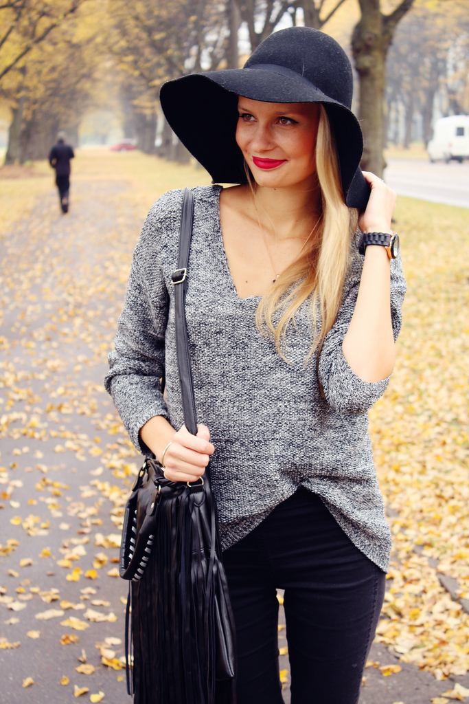 Floppy hat with a sweater
