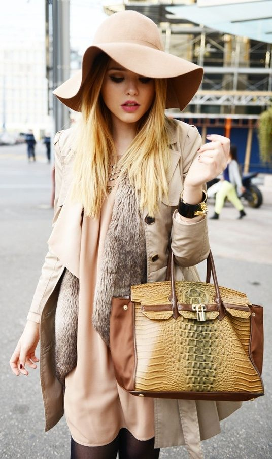 Floppy hat with an outfit the same color