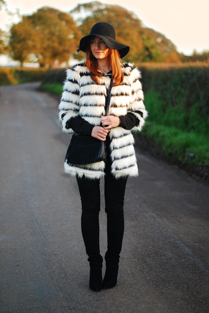 Floppy hat with (faux) fur coat