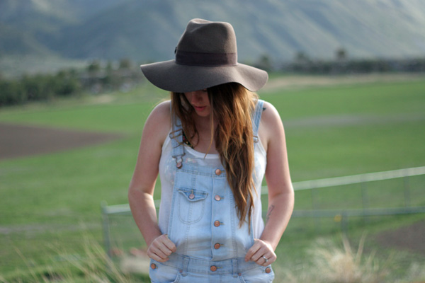Floppy hat with overalls