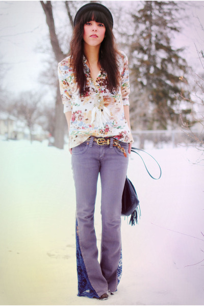 Grey flared jeans and floral top