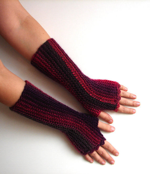 Marsala knit gloves
