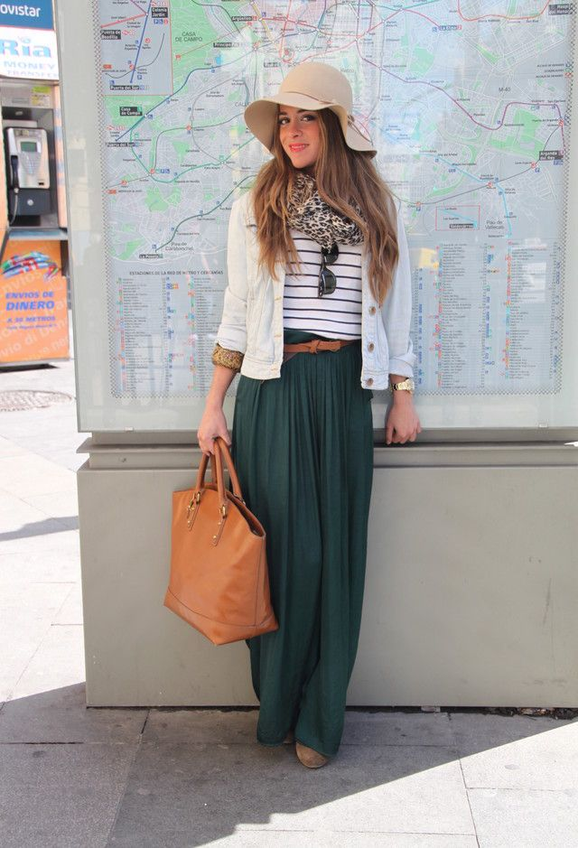 Maxi skirt and a big hat