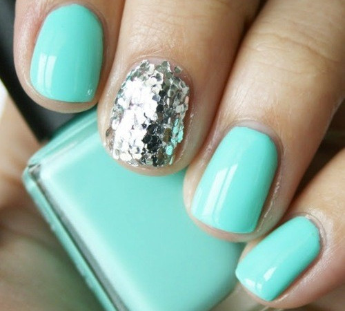 Mint green manicure
