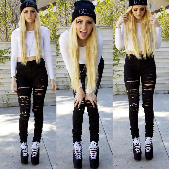 Ripped jeans with black and white