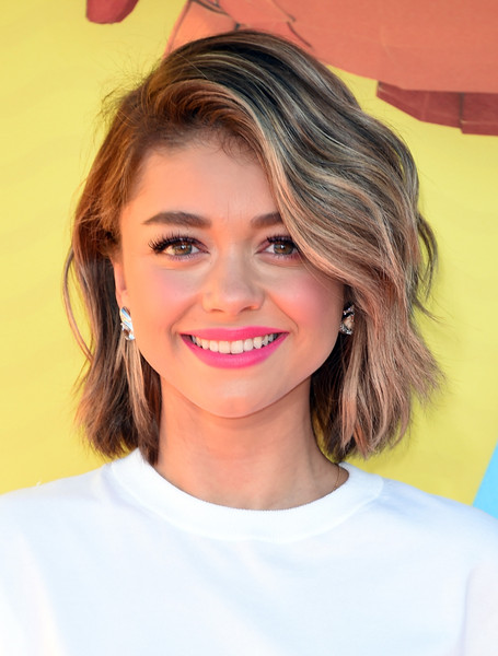 Sarah Hyland Blonde Wavy Haircut