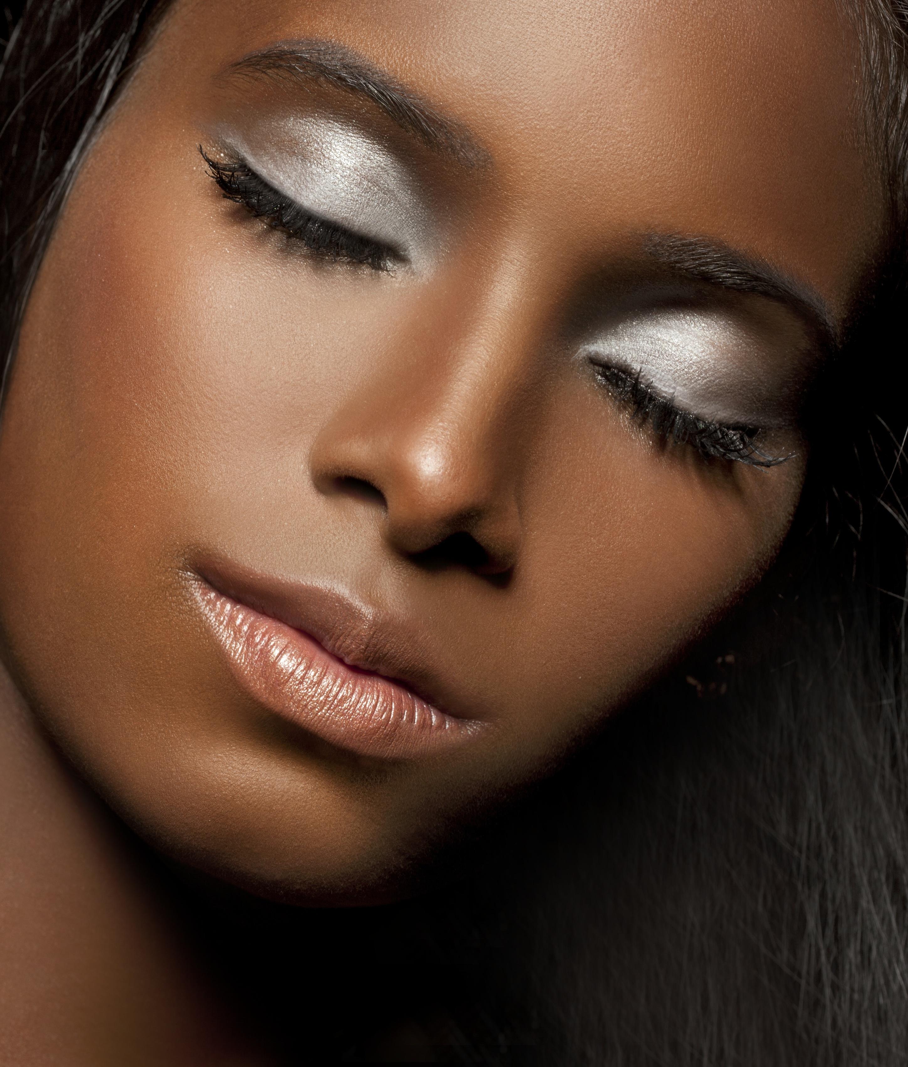 Apply Makeup For Dark Skin S Step 13 Soft Metallic Eye