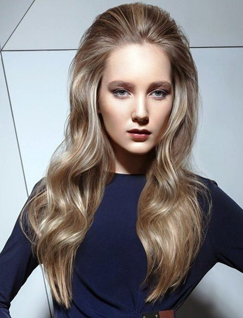 Ash Blonde Wavy Hairstyle