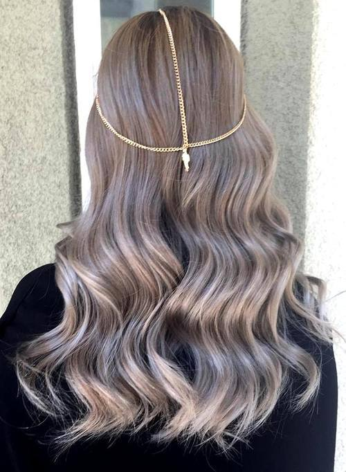 Charming Ash Blonde Wavy Hair with Accessories