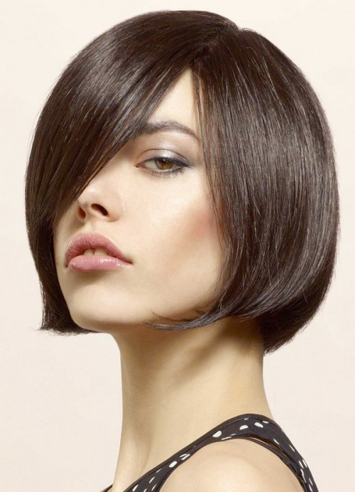 Chic Side-Parted Bob for Thick Hair