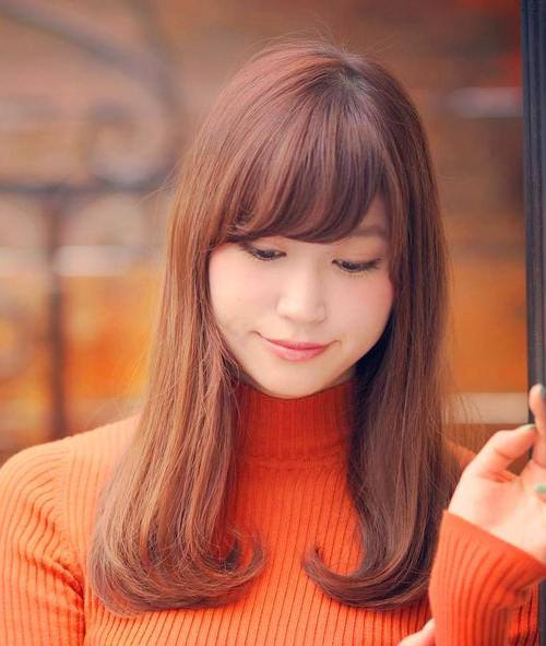 Lovely Auburn Hair with Side Bangs