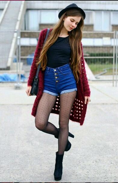Maroon Cardigan Outfit with A Black Hat